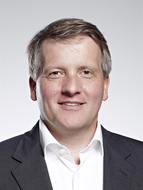 Dr. Jan Hajtó Laminate Veneers - Preparation Variants